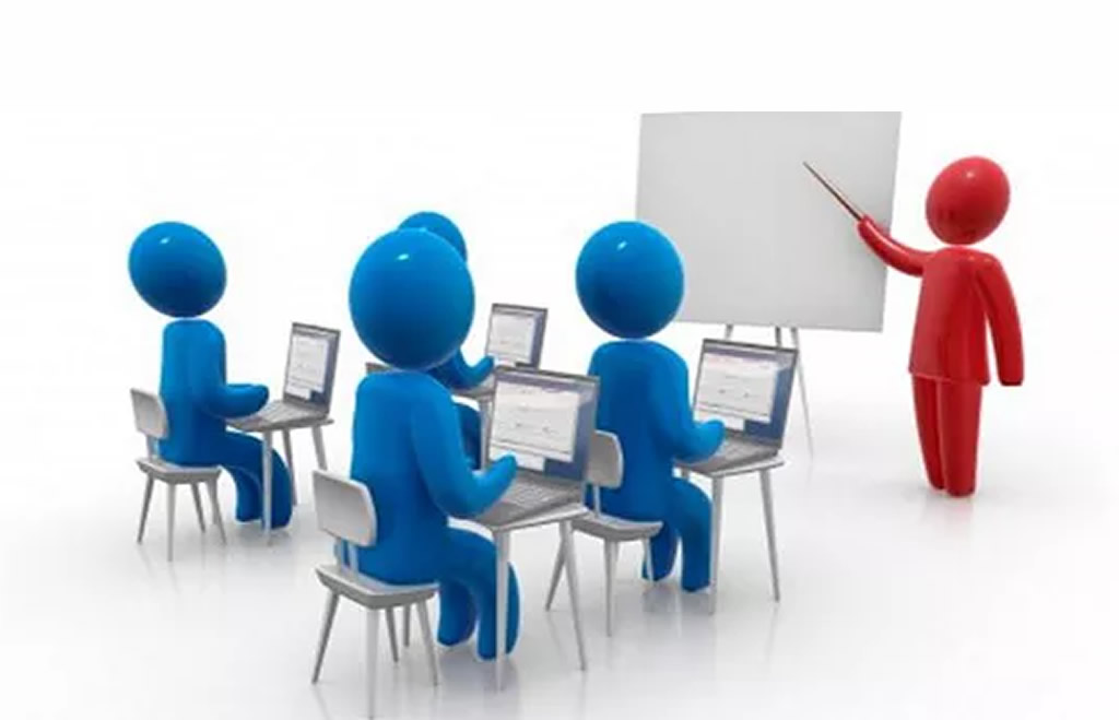 A-trainer-teaching-an-ISO-9001-2015-awareness-course